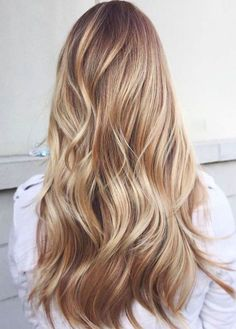 Caramel and blonde balayage hair color 2018 for short, long, medium length hair, pictures of honey blonde and copper blonde balayage hairstyles for fine straight hair, thick and thin curly hair Brown Blonde Hair, Golden Blonde, Neutral Blonde, Dark Blonde, Blonde Color, Carmel Blonde Hair, Blonde Shades, Blonde Honey, Silver Blonde