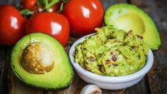 Avokádo je u nás stále dost nedoceněná surovina. Pokud před ním máte pořád respekt a nevíte, jak ho nejlépe upravit, máme pro vás pár skvělých receptů i tipů. Chipotle Guacamole Recipe, Healthy Superbowl Snacks, Avocado Dip, Potato Mashers, Super Bowl, Dips, Spicy, Canning, Ethnic Recipes