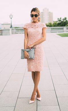 Grey bag and blush pink shoes and lace dress. Great combination. Via Christine Andrew Dress: Tadashi Shoji, Bag: Skagen, Shoes: Kurt Geiger