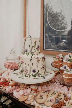 Los mejores pasteles de boda. Tendencias pastel de boda. Las mejores ideas de pastel de bodas. Conoce todo de las tortas para matrimonio, tortas de bodas. Wild Flowers, Table Settings, Table Decorations, Cake, Ideas, Home Decor, Best Wedding Cakes, Sugar Flowers, Cake Designs