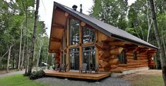 The Bazinet log house is a beautifully crafted log house design that shows you don't have to build a luxury cabin building to get the wood cabin of your dreams. A Frame Cabin, A Frame House, Cabins In The Woods, House In The Woods, Log Cabin Designs, Log Cabin Homes, Log Cabins, Mountain Cabins, Log Home Decorating