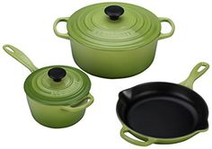 Inject color and outstanding cooking functionality to your kitchen with the Signature Cookware Set from Le Creuset. Enameled cast iron cookware pieces evenly distribute and retain heat longer to make superb additions to any cookware collection. Le Creuset, Cast Iron Set, It Cast, Enameled Cast Iron Cookware, Marlboro Man, Ree Drummond, Cookware Set, Bar Tools, Pioneer Woman