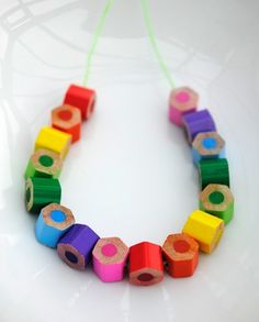 Beads made from Colored Pencils. Wonderful DIY from Design Mom. Fun Crafts, Crafts For Kids, Arts And Crafts, Colorful Crafts, Do It Yourself Jewelry, Diy Schmuck, Bijoux Diy, Colored Pencils, Diy Pencils