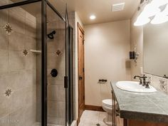 Traditional 3/4 Bathroom with MS International Gascogne Blue Limestone, Dignitary: NOTABLE BEIGE DR09 Porcelain Tile