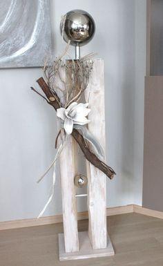 GS46 – Große gespaltenen Säule für Innen und Außen!Gespaltene Säule aus neuem Holz, natürlich dekoriert mit einer großen Edelstahlkugel auf Fuß und einer künstlichen Magnolienblüte! Preis 119,90€