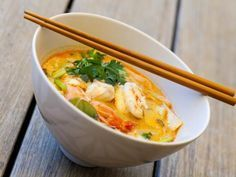 Thai shrimp or chicken soup - cuisine - Chicken Recipes Easy Chinese Recipes, Asian Recipes, Healthy Recipes, Ethnic Recipes, Soup Recipes, Chicken Recipes, Cooking Recipes, Senf Dill Sauce, Gastronomia