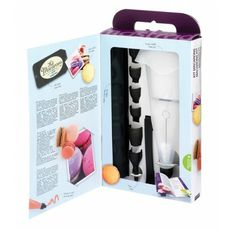 This Macaron Making Kit by Mastrad proves you don't need to be a professional to enjoy professional results. This kit comes with everything you need for making the perfect Macarons. Each kit features a recipe booklet. Baking Set, Baking And Pastry, Cake Decorating Kits, Fondant Cookies, Macaron Cookies, Cupcakes, French Macaroons, Thing 1, Cupcake