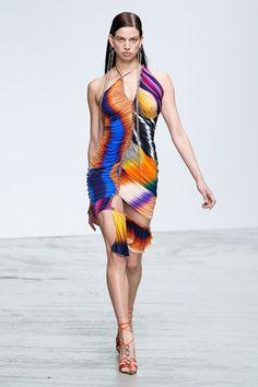 Mugler Spring 2020 Ready-to-Wear Fashion Show - Vogue Fashion Week, Fashion 2020, Runway Fashion, High Fashion, Fashion Show, Womens Fashion, Daily Fashion, Paris Fashion, Street Fashion