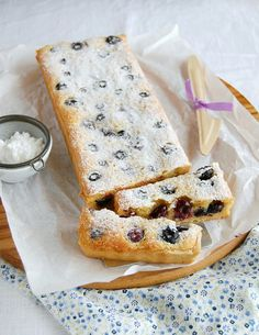 Blueberry and almond tart / Torta de amêndoa e mirtilos by Patricia Scarpin, via Flickr