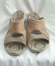 df45d2107855 Merrell Palmetto Taupe Sandals Slides Shoes Women s Sz 10  Merrell  SLIPON   Beach Taupe