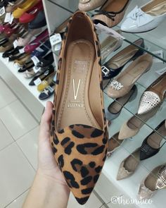 Flat Dress Shoes, Women's Slip On Shoes, Cute Shoes, Me Too Shoes, Leopard Print Converse, Loafer Shoes, Shoes Sneakers, Casual Chique, Simple Shoes