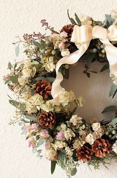 ooh, beautiful winter wreath.