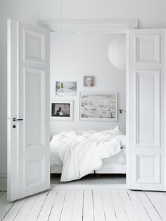 my scandinavian home: Duvet day, the perfect bedroom All White Bedroom, White Rooms, White Walls, Swedish Bedroom, White Bedding, Duvet Day, Black And White Interior, White White, Pure White
