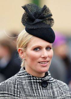 """Zara Phillips Tindall, Cheltenham Day March 2015 in Rosie Olivia, """"classic black velour fur felt hat trimmed with three loop lace ruffles"""" Black Fascinator, Fascinator Hats, Fascinators, Hats For Short Hair, Short Hair Styles, Hat Styles, Zara Hats, Zara Phillips, Race Wear"""