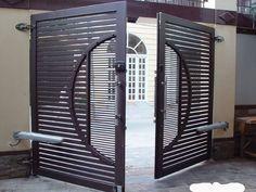 Những cửa sắt đẹp làm cổng cho ngôi nhà đẹp hiện đại Steel Gate Design, Front Gate Design, Main Gate Design, Home Door Design, House Gate Design, Door Gate Design, Gate Designs Modern, Modern Fence Design, Front Gates