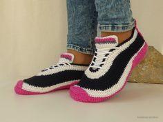 Häkle jetzt für Dich ++ Deine Lieben schöne Sneakers / Turnschuhe / Hausschuhe in Deinen / Euren Lieblingsfarben. Probiers gleich aus mit der PDF-Anleitung.