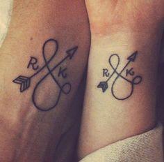 tatouage femme phrase poignet couple