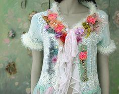 Invierno boudoir cardi-Bohemia romántica, alterada alta costura, detalles bordados y abalorios, encajes antiguos