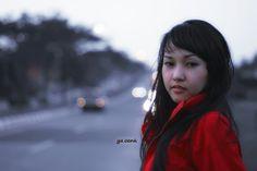 Gadis berjaket merah...