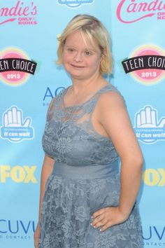 """""""Glee""""'s Lauren Potter wore an actually-affordable BB Dakota grey lace dress to the awards show. And it's super cute! Lauren Potter, Teen Choice Awards 2013, Glee Fashion, Glee Club, Cory Monteith, Celebrity Red Carpet, Queen, Celebs, Celebrities"""