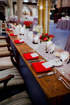 23 Architectural Artifacts Wedding Pen Carlson Photography Sweetchic Events Head Table Asrai Garden Red Anemones Collection Centerpieces