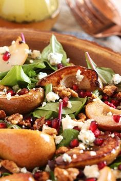 Bourbon Roasted Pear Salad with Gorgonzola and Candied Walnuts - The Suburban Soapbox Fancy Salads, Dinner Salads, Summer Salads, Pear Recipes, Salad Recipes, Healthy Recipes, Healthy Salads, Healthy Foods, Gourmet Foods