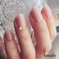 Stylish Jewel on Golden Accent Wedding Nail Art Designs - Nails - Nageldesign Wedding Manicure, Wedding Nails Design, Bridal Nails, Nail Wedding, Wedding Art, Wedding Designs, Wedding Ceremony, Light Colored Nails, Light Nails