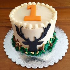 Duck Hunting Cakes, Hunting Birthday Cakes, 1st Birthday Cake Smash, Birthday Cakes For Men, Cakes For Boys, Birthday Themes For Boys, Birthday Ideas, Deer Cakes, Cake Smash Photography