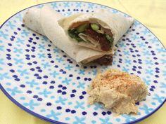 Deze wrap met zalm en hummus is de perfecte lunch voor zowel thuis als op werk!