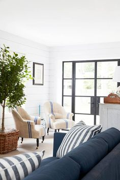 Inside The Sophisticated, Light Drenched Hamptons Home Of Our Dreams.  Schwarzes HausRaumWohnzimmer Im ...