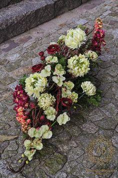Wiązanka na wszystkich świętych z kwiatów sztucznych