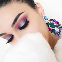 Inspired from my gorgeous earrings 💜 lashes Seren heat wave blush palette green eyeshadow brow pomade ebony Bright Eyeshadow, Blending Eyeshadow, Smokey Eyeshadow, Green Eyeshadow, Eyeliner, Red Lip Makeup, Kiss Makeup, Beauty Makeup, Makeup Pics