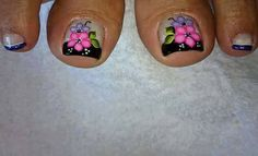 nice make up Cute Pedicures, New Nail Art Design, Toe Nail Designs, Toe Nails, Lily, Make Up, Makeup Lovers, Triangles, Yuri