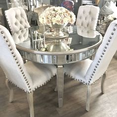 Mirrored round dining table with champagne gold detailing – Top Trend – Decor – Life Style Dinning Table Design, Dining Room Table Decor, Elegant Dining Room, Luxury Dining Room, Modern Dining Table, Living Room Decor, Round Dining Tables, Dining Rooms, Mirror Dining Table