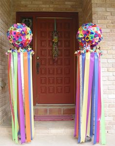 I can pretty much decorate for Fiesta with my eyes closed! After hosting an intimate little Fiesta party for friends, neighb. Mexican Fiesta Party, Fiesta Theme Party, Fiesta Decorations, Decoration Table, Party Planning, Party Time, Birthday Parties, Flower Ball, Mexico