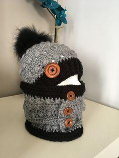 dd88341f2a0d 50 nuances de GRIS · Ensemble fancy au crochet avec pompon fourrure par  Nanycrosh Bonnet Pompon, Bonnet Femme, Tricot