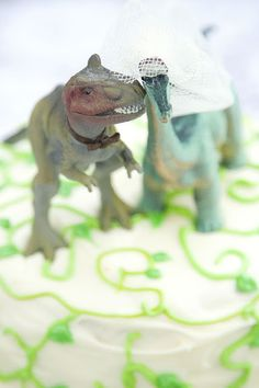 Dinosaur Wedding cake topper, my dad did this for my parents wedding cake and I've always planned to do the same if I marry, nice to see others are sharing their love of dinosaurs :-) Cat Wedding, Quirky Wedding, Woodland Wedding, Unique Weddings, Dream Wedding, Wedding Stuff, Wedding Ideas, Dinosaur Wedding, T Rex Humor