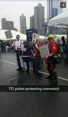 Bf found an interesting protest at Comic con NY today Tf2 Funny, Stupid Funny Memes, Tf2 Cosplay, Valve Games, Tf2 Memes, Team Fortess 2, Video Game Memes, Gaming Memes, Best Games