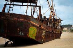 Navio encalhado na praia de Buzios - Natal RN, ele encalhou em 2009 e a sua origem é a Nigéria. Tratava-se de um barco pesqueiro que ficou a deriva com sete tripulantes. Após o encalhe, a Capitania dos Portos ia fazer uma avaliação da documentação do barco e providenciar a sua retirada. Não é preciso dizer que isso nunca aconteceu e, com o passar do tempo, o seu casco ganhou desenhos de grafite e se tornou um verdadeiro ponto turístico