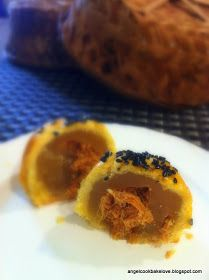 Cook.Bake.Love: 咸甜咸甜~超级白莲蓉肉松奶油月饼 Lotus Paste Pork Floss Butter Mooncake