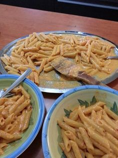 Crema di peperoni per pasta Bimby , ecco come farla. Ingredienti: 4 peperoni, 2/3 cucchiai di olio, 1 confezione di panna da cucina...