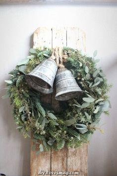 10 DIY Christmas Home Decor Inspirations Natural Christmas, Noel Christmas, Primitive Christmas, Country Christmas, Simple Christmas, Vintage Christmas, Christmas Crafts, Christmas Ornaments, Christmas Greenery