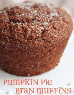 pumpkin pie bran muffins - easy to make a veganized/low fat version:  Eggs - use flax egg replacement  Oil - use applesauce  Yogurt - use soy yogurt Canned Pumpkin, Muffin Bread, Muffin Tins, Healthy Bran Muffins, All Bran Muffins, Pumpkin Bran Muffins Recipe, Breakfast Muffins, Blueberry Bran Muffins, Pumpkin Protein Muffins