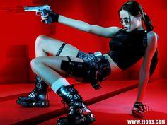 Character: Lara Croft. Version: The Angel Of Darkness. Videogame: Tomb Raider VI. Devenloped By: Core Soft. Distribuition: Eidos Interactive. Official Promotional Shoot, 2003. Model: Jill (Jildou) De Jong (Nederlands).