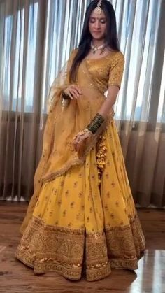 Party Wear Indian Dresses, Designer Party Wear Dresses, Indian Gowns Dresses, Indian Bridal Outfits, Indian Bridal Fashion, Dress Indian Style, Indian Fashion Dresses, Indian Designer Outfits, Dresses To Wear To A Wedding