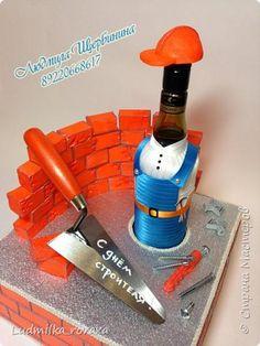 Вот такая прикалюшка получилась в подарок на день строителя ))) фото 1 Wine Bottle Crafts, Diy Birthday, Glass Bottles, Wraps, Gifts, Painting, Decorated Bottles, Bag Packaging, Souvenir