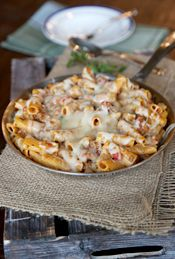 skillet baked ziti - can easily substitute the pasta for gluten free quinoa pasta Easy Dinners For Two, One Dish Dinners, One Pan Meals, Main Meals, Pasta Recipes, Beef Recipes, Real Food Recipes, Recipies, Love Food