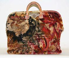 Met   Bag (Carpetbag)
