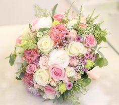Kytička v jemnej ružovej a smotanovej #kvetysilvia #kvetinarstvo #kvety #svadba #love #instagood #cute #follow #photooftheday #beautiful #tagsforlikes #happy #like4like #nature #style #nofilter #pretty #flowers #design #awesome #wedding #home #handmade #flower #summer #bride #weddingday #floral #naturelovers #picoftheday
