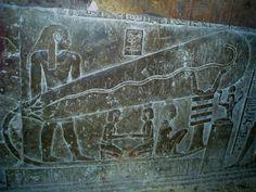 EGITTO...pensare che le piramidi erano ILLUMINATE da lampadine fa venire davvero i brividi....
